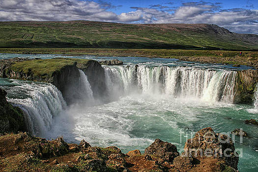 Patricia Hofmeester - Beautiful Godafoss waterfall in Iceland