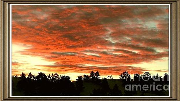 Beautiful sunset by Carole Martinez