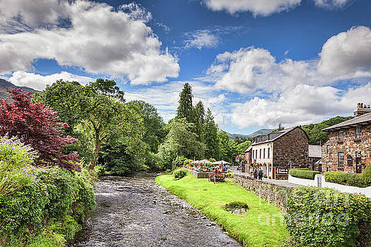 Beautiful Wales by Colin and Linda McKie