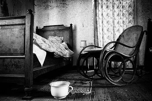Bed room rocking chair - abandoned building BW by Dirk Ercken