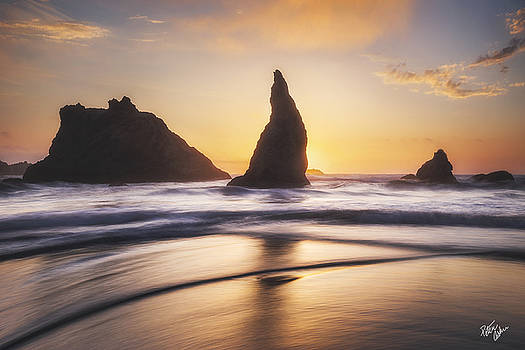 Between Sun and Sea by Peter Coskun