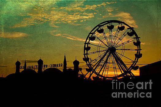 Big ferry wheel silhouette by Isabel Poulin