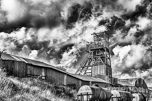 Big Pit Mono by Steve Purnell