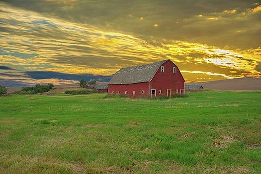 Randall Branham - big sky country barn Montana