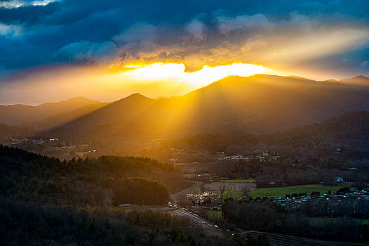 Blue Ridge Mountains GA - Sky Valley Light Show by Robert Stephens