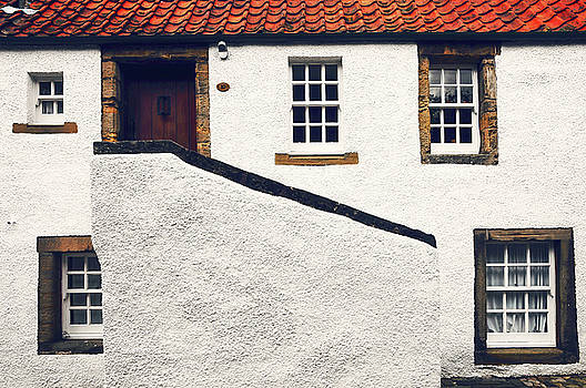 Jenny Rainbow - Breath of History. Culross. Scotland