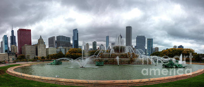 Buckingham Fountain Chicago by Wayne Moran