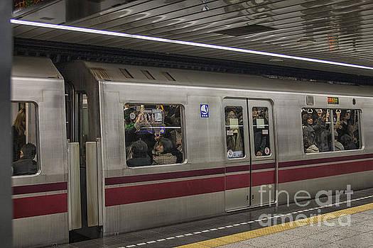 Patricia Hofmeester - Busy subway in Tokyo