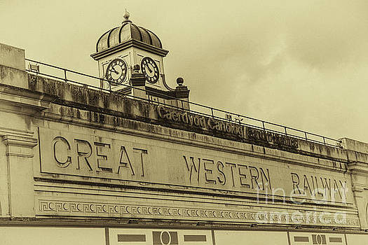 Cardiff Central Station Vintage by Steve Purnell