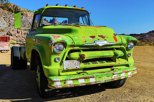 Chevrolet 8200  by James Marvin Phelps