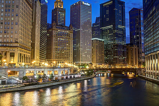 Chicago River at Dusk by Kamila  Gornia