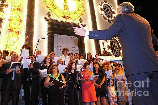 Gaspar Avila - Choir singing