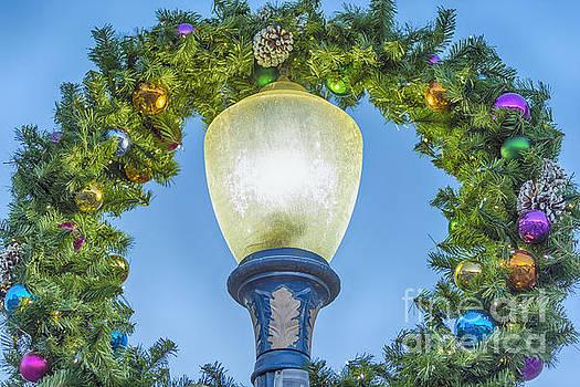 David Zanzinger - Christmas Wreath Lampost