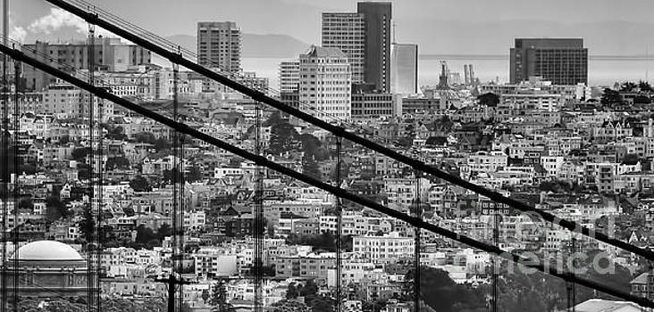 Chuck Kuhn - Close UP San Francisco Black