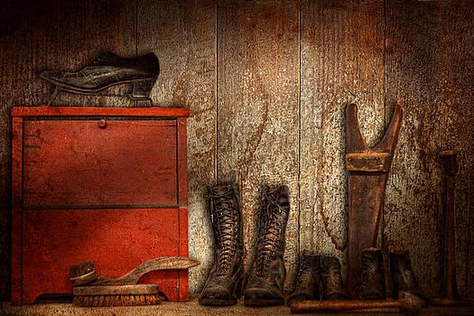Mike Savad - Cobbler - The shoe shiner 1900