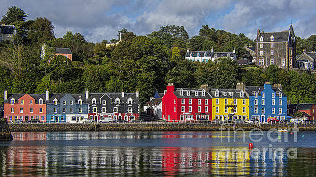 Colourful Tobermory by Chris Thaxter