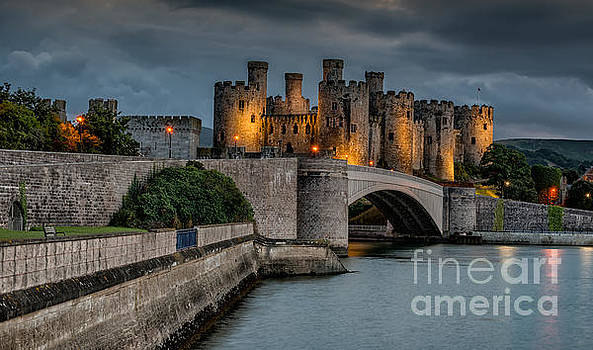 Adrian Evans - Conwy Castle by Lamplight
