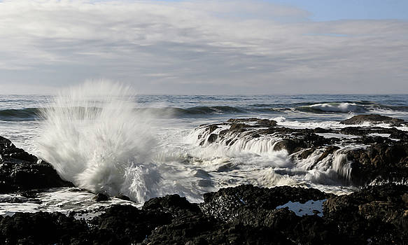 Crashing Waves At Cape Perpetua by Athena Mckinzie