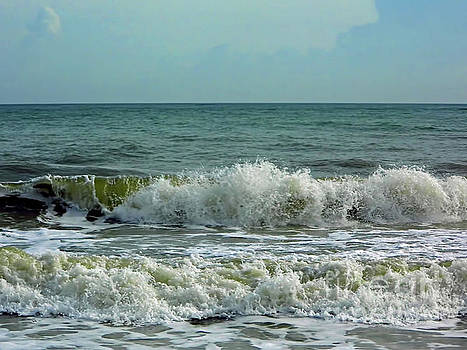Crashing Waves At Wabasso by D Hackett