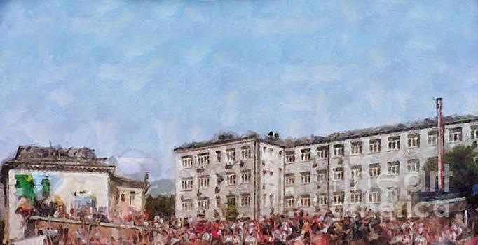 Crowd at the building by Magomed Magomedagaev