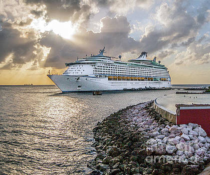 Cruise ship in Curacao by David Lane
