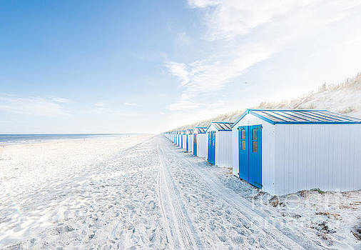 De Koog - beach cabins by Hannes Cmarits