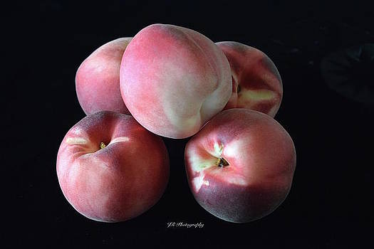 Delicious White Peaches by Jeannie Rhode Photography