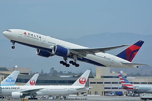 Delta Boeing 777-232LR N703DN Los Angeles International Airport May 3 2016 by Brian Lockett