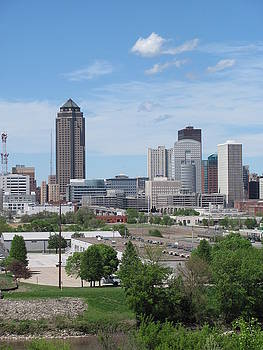 Des Moines from MacRae Park by Jerry Browning