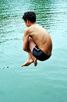 Sami Sarkis - Diving into water