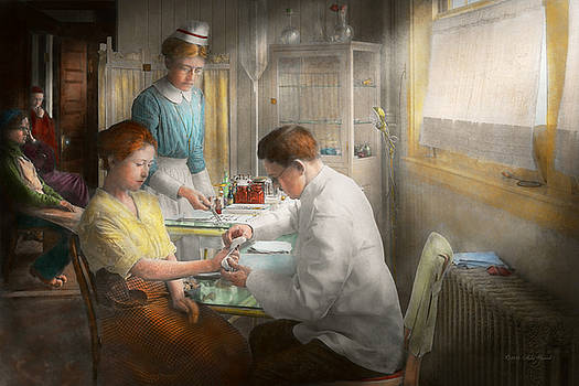 Mike Savad - Doctor - Applying first aid - 1917