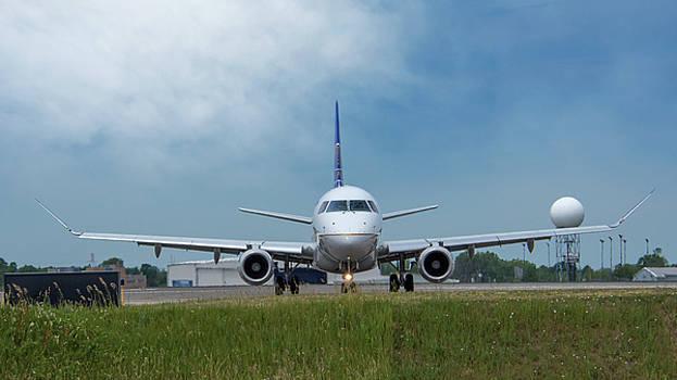 Embraer ERJ170 by Guy Whiteley