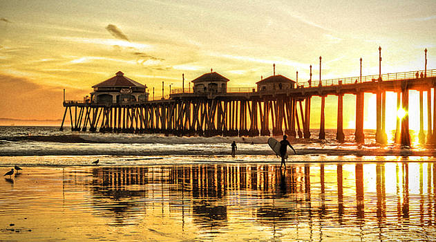End of Summer-Huntington Beach Pier by Zoe Schumacher
