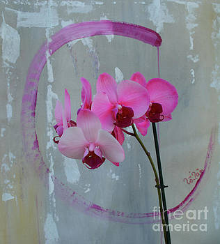 Enso Circle with Pink Orchids by To-Tam Gerwe