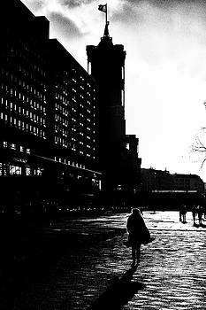 Evening light - black and white street photography by Frank Andree