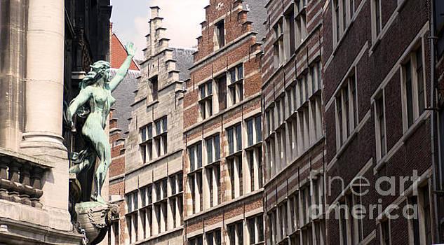 Facade figure in Antwerp Belgium by Eva-Maria Di Bella