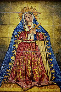 Sami Sarkis - Faience mural depicting the Virgin Mary on a wall
