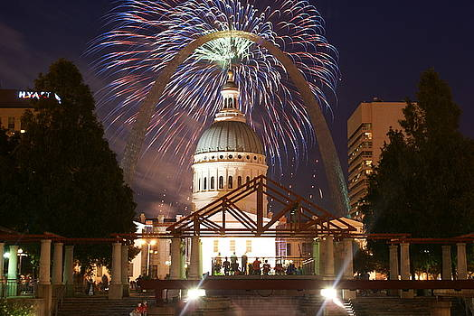 Marty Koch - Fireworks at the Arch 1