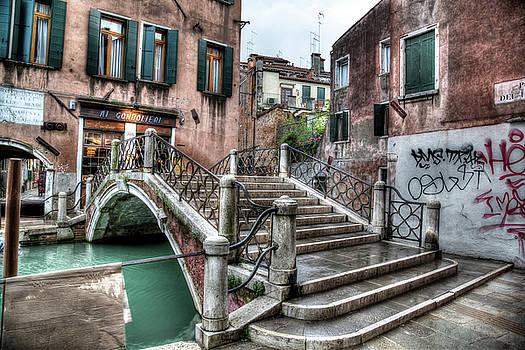 Footbridge to the ristorante Ai Gondolieri by John Hoey