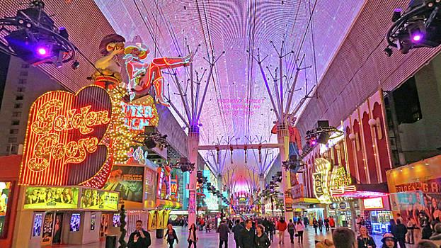 Fremont  Street  Las  Vegas by Carl Deaville