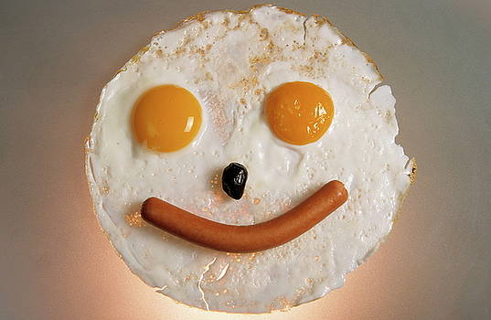Sami Sarkis - Fried breakfast of eggs and sausage made into a smiling face