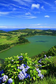 Gaspar Avila - Furnas Lake