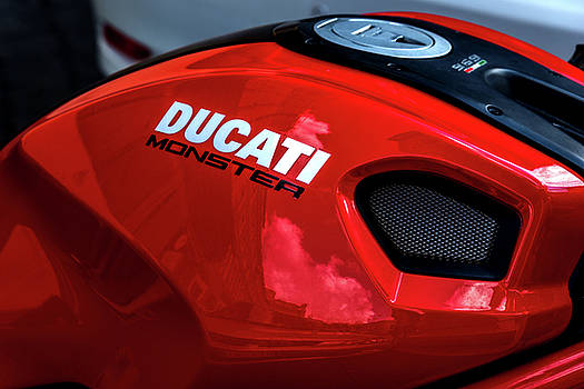 Gas Tank Ducati Monster by Xavier Cardell