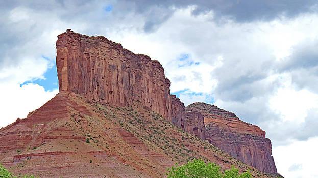 Gateways  Red  Rock  Mt  3 by Carl Deaville