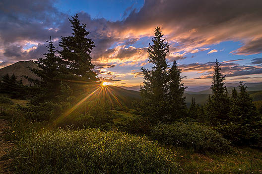 Georgia Pass Sun Rays by Michael J Bauer