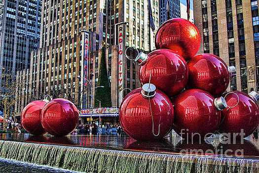 Chuck Kuhn - Giant Holiday Decor NYC