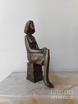 Girl with crossed legs by Nikola Litchkov