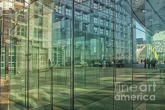 Patricia Hofmeester - Glass panels at Le Grande Arche