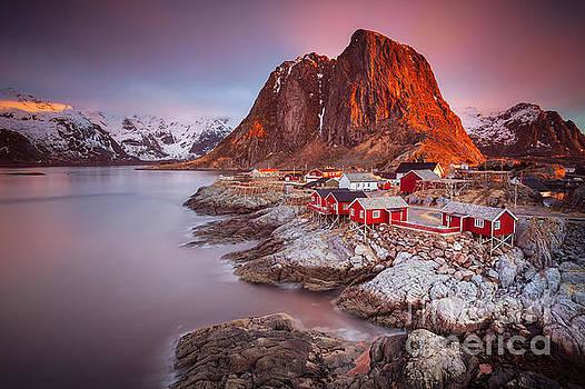 Good morning Lofoten by Pawel Klarecki