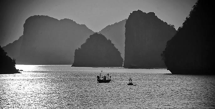 Chuck Kuhn - Ha Long Bay Blk Wht